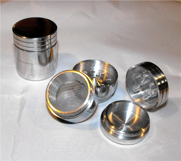 4 Part Mini Aluminium Space Polinator Magnetic Grinder
