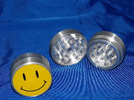 Smiley Metal Grinder